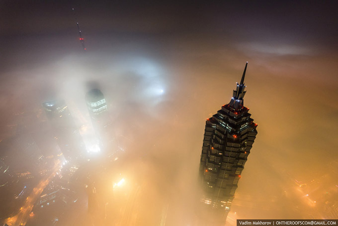 Stunning-photos-taken-by-the-two-Russian-daredevils-atop-Shanghai-1