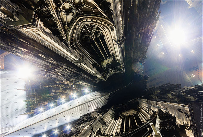 Stunning-photos-taken-by-the-two-Russian-daredevils-atop-Shanghai-4
