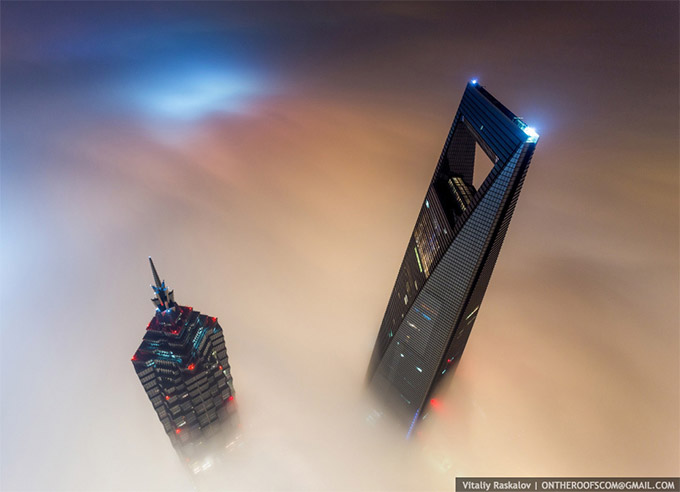 Stunning-photos-taken-by-the-two-Russian-daredevils-atop-Shanghai