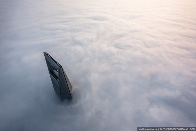 Stunning-photos-taken-by-the-two-Russian-daredevils-atop-Shanghai_1